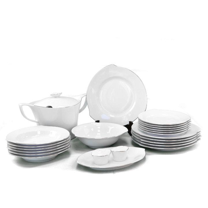 porculanski tanjuri s srebrnim obrubom