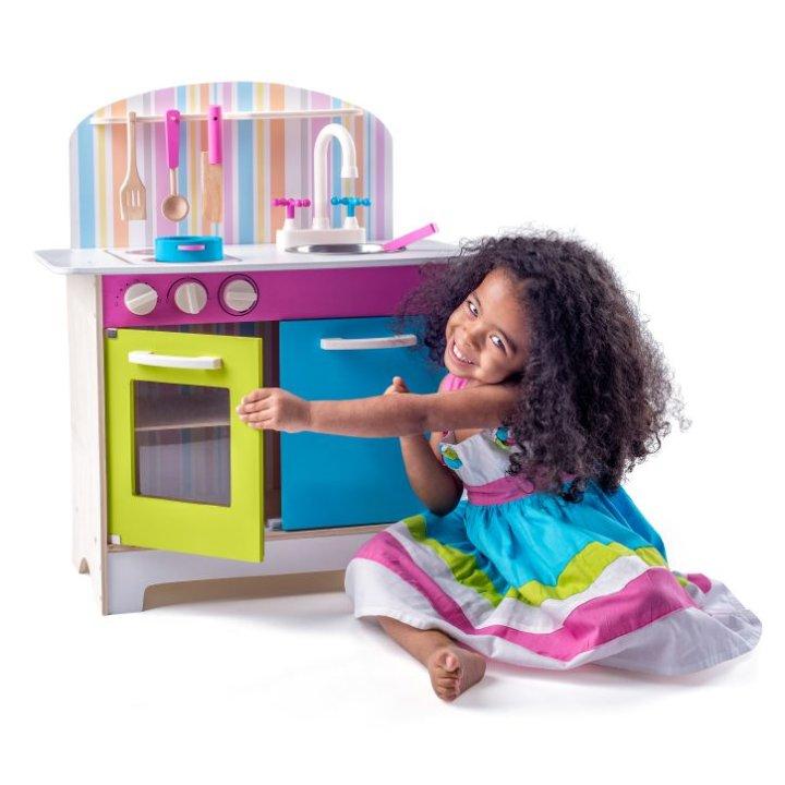 Drvena kuhinja za djecu s priborom