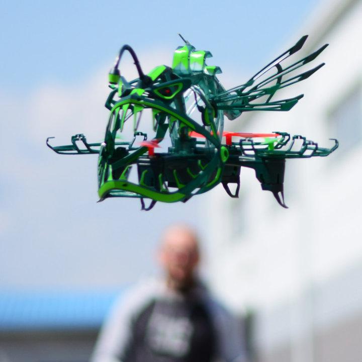 DRON ANGLER ATTACK SA SVJETLOM