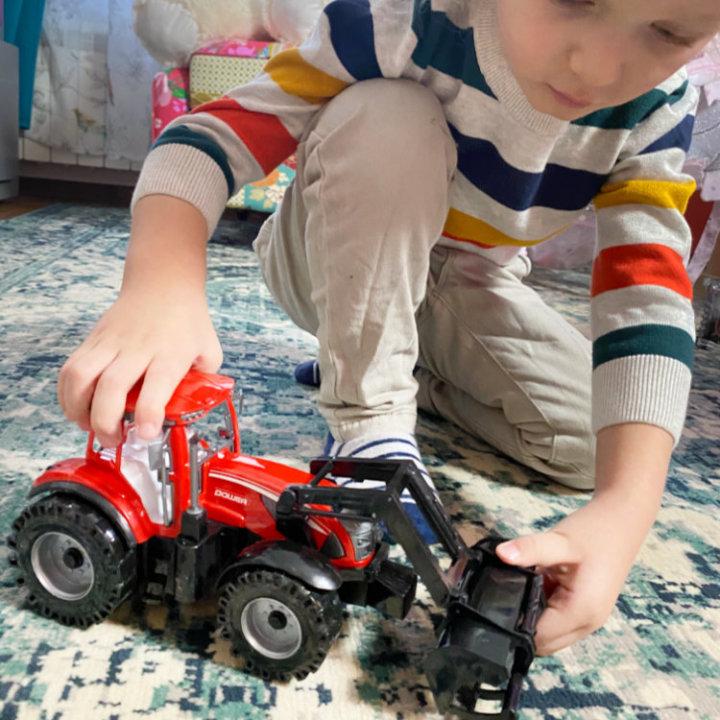 traktor crveni