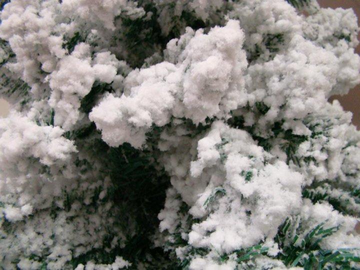 Umjetni bor sa snijegom