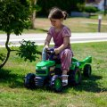 Dječji traktor na pedale s prikolicom, zelene boje