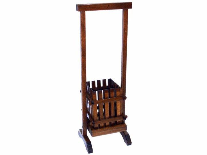 Unikatni drveni stalak za butelju